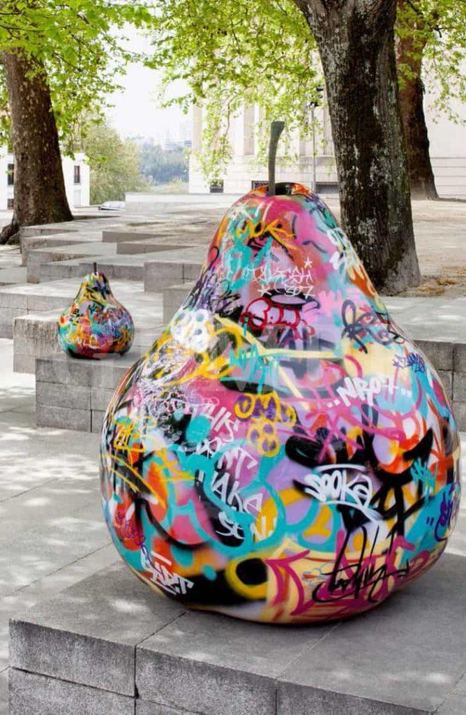 Moderne Gartenskulptur aus Kunststoff