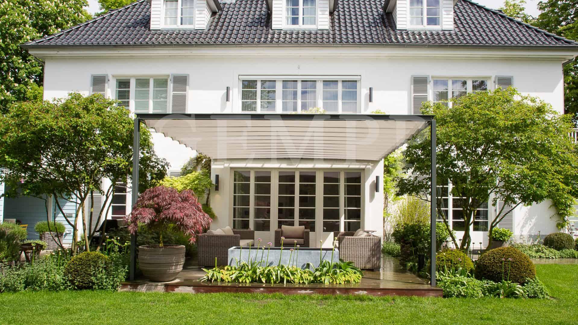 Stadthaus garten mit loungebereich und terrasen berdachung gartengestaltung hamburg gempp - Gartenplanung hamburg ...