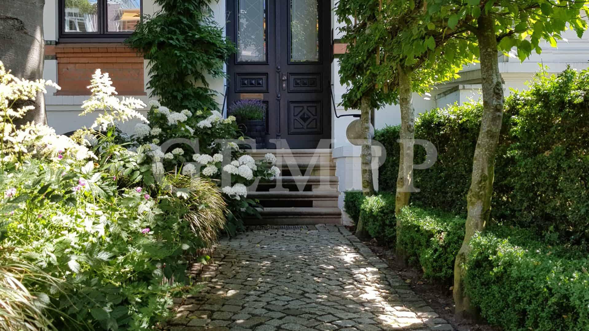 Moderne Vorgartengestaltung kleiner Garten VIllengarten
