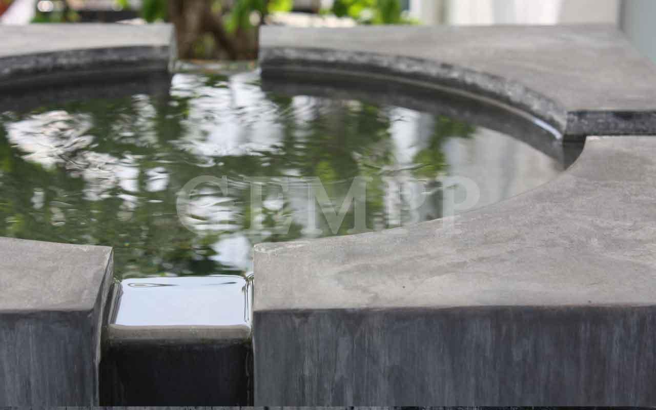 Außergewöhnliches Wasserspiel im Garten
