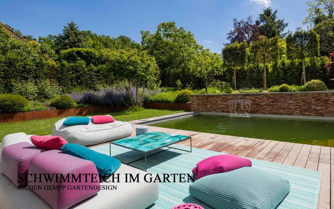 Schwimmteich oder Pool im Garten