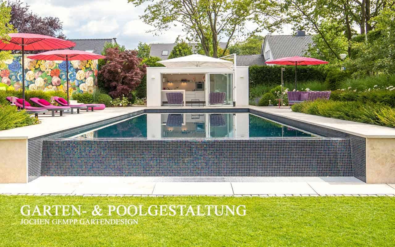 Garten mit kleinem Pool