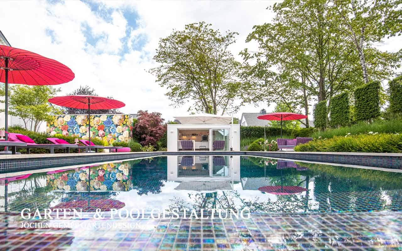 Gartengestaltung mit Pool im Garten planen lassen